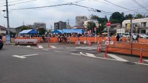 豊田電車区の車庫の公開もあって午前中に5千人も会場横を通過