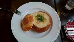 パンを器のグラタン