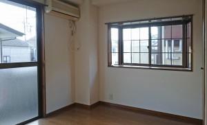 6畳洋室には西側に出窓